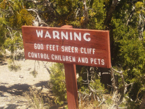 canyon du chelley warning sign