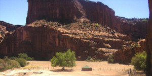 canyon du chelley hogan at bottom of canyon