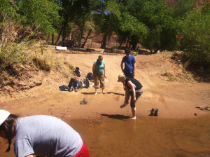 canyon du chelley river wading