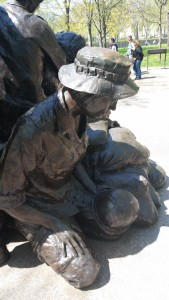 Vietnam_Womens_Memorial_Back